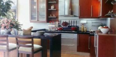Gunakan lampu halogen untuk menerangi dislay di dapur