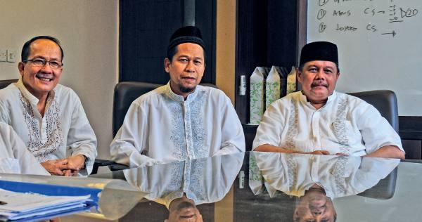 Haji Komarudin (kanan)