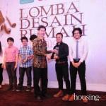 Penyerahan Penghargaan Kepada Pemenang Lomba Desain Kategori Mahasiswa
