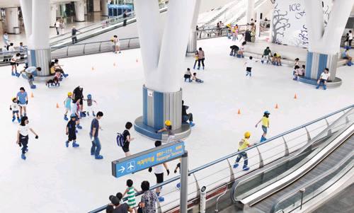 Ice skate di Bandara Incheon, Seoul-Korea