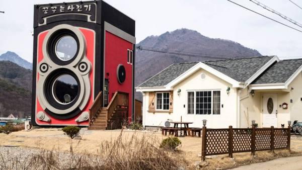 Kafe Ini DirancangSepertiKamera Rolleiflex