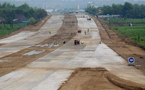 Proses pembangunan Tol Surabaya - Mojokerto