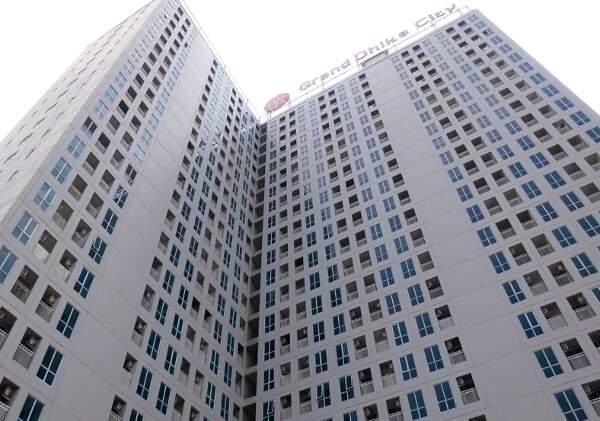 Grand Dhika City Jatiwarna, memasarkan apartemen Rp300 jutaan di Jl Raya Hankam Bekasi.