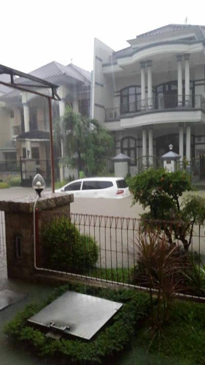 Banjir di perumahan mewah suarbaya barat