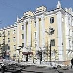 Apartemen Dengan Kloset Bersepuh Emas