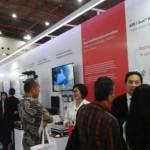 Suasana booth ABB menghadirkan Smart Building and Automation ABB i-bus KNX di pameran Electric, Power and Renewable Energy 2017 di JiExpo Kemayoran, Jakarta, Rabu (6/9/2017)