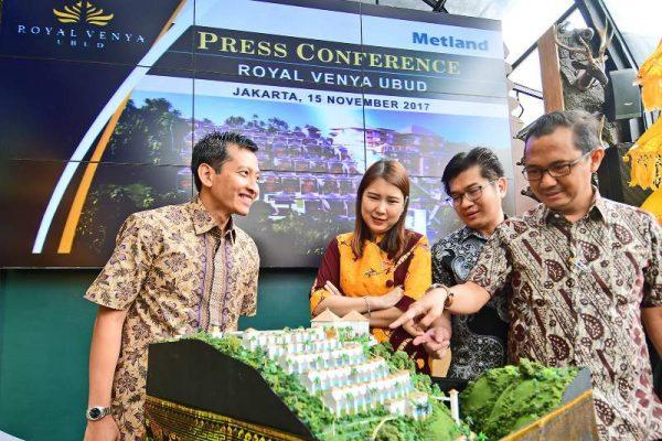 Jajaran Direksi PT Metropolitan Land Tbk (Metland) di depan maket Royal Venya Ubud, sebuah komplek vila dan hotel di Ubud, Bali (Foto: Susilo/HousingEstate)