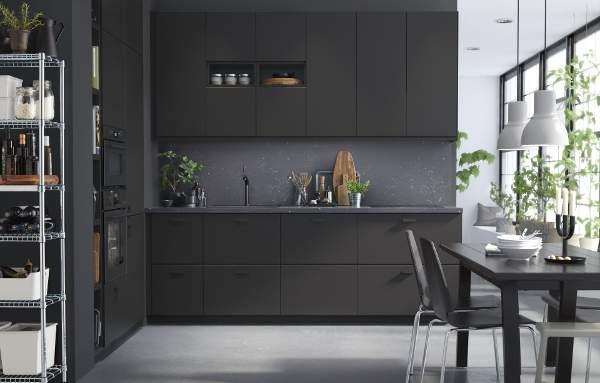 Koleksi kabinet dapur Kungsbacka dari IKEA dibuat dari daur ulang botol plastik (foto : Dok. IKEA)