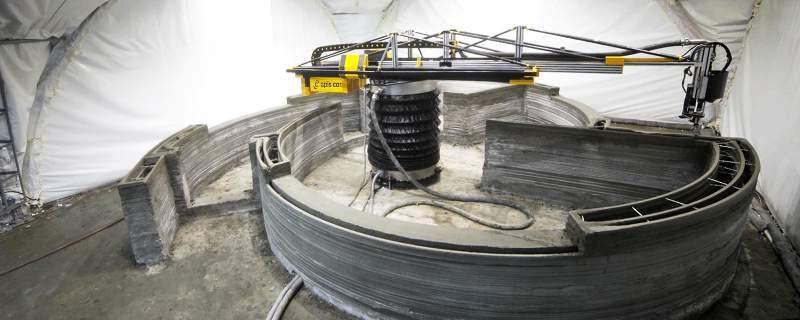 Printer Apis-cor sedang bekerja membuat rumah. (Foto: dok apis-cor.com)