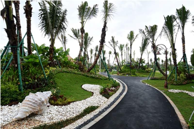 Suasana taman tujuh susun dengan lintasan jogging di Sky House Theme Park & Club House (Foto: HousingEstate/Susilo Waluyo)