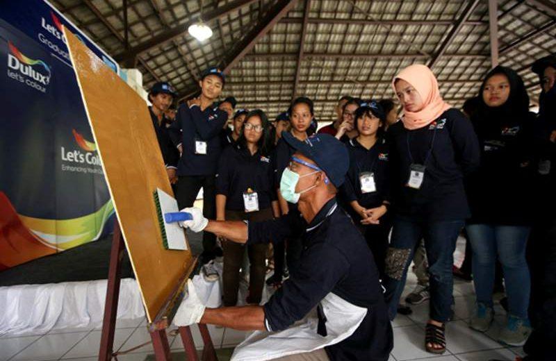 AkzoNobel meluluskan 60 pemuda dari SOS Children's Villages Indonesia sebagai angkatan pertama Dulux Painter Academy (Foto: Dok. AkzoNobel)