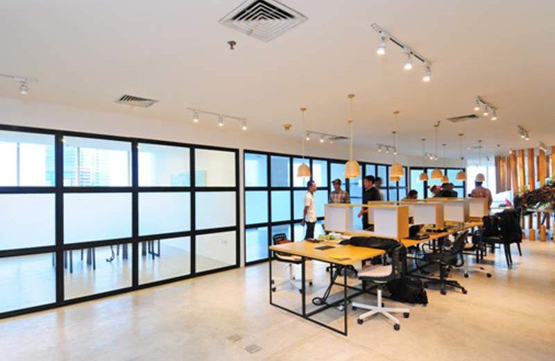 Coworking Space dengan desain yang human centric akan semakin berkembang. Gambar Conclave Coworking Space di Jakarta. (Foto: Susilo Waluyo/HousingEstate)