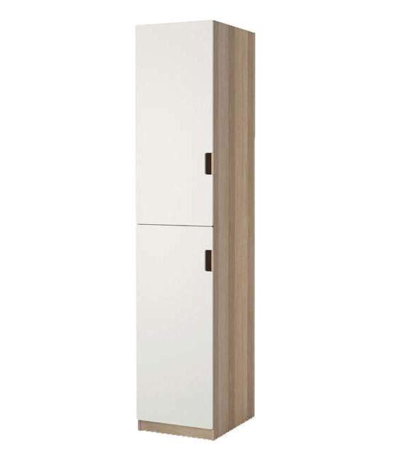 Sisi dapur diisi rak sepatu dalam lemari tertutup setinggi kabinet dapur.