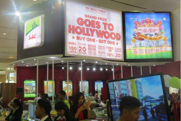 Stand HK Realtindo bertema Movie Vaganza di Pameran Indonesia Property Expo (IPEX) 2018 di JCC Senayan, Jakarta, 3–11 Februari 2018, yang menawarkan berbagai promo menarik. (Foto: Dok. HK Realtindo)