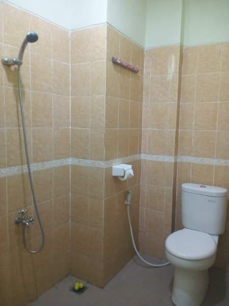 Kamar mandi di setiap unit di rusunawa mahasiwa UGM (foto: Yudiasis Iskandar/HousingEstate)