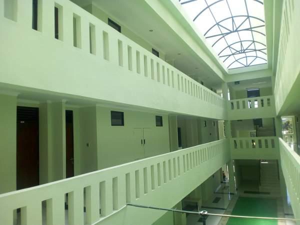 Koridor rusunawa untuk mahasiswa UGM di Bayat, Klaten (foto: Yudiasis Iskandar/HousingEstate)