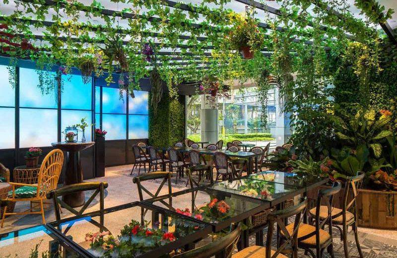Pencahayaan dalam ruang transformatif dari Philips untuk restoran Picnic di Singapura (foto: dok. Philips Lighting)