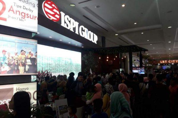 Sedangkan ISPI Group yang banyak mengembangkan perumahan menengah dan menengah bawah di Bekasi dan Bogor bagi bagi angpau di stand-nya yang disambut antuasis pengunjung pameran.