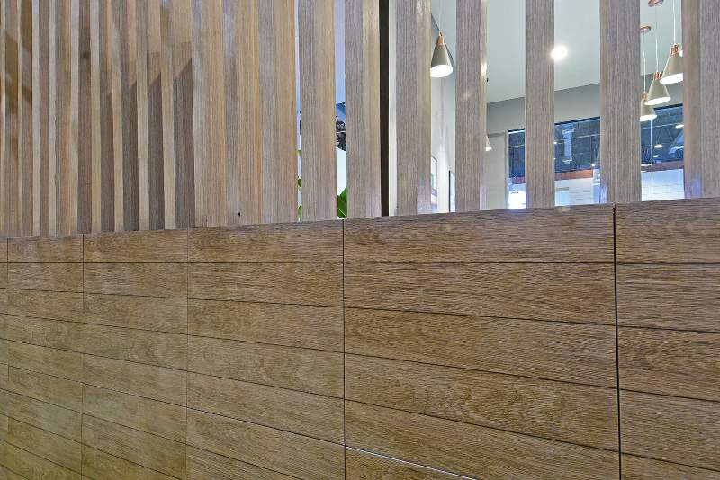 Tren Kayu Rustic pada Keramik Dinding dan Lantai