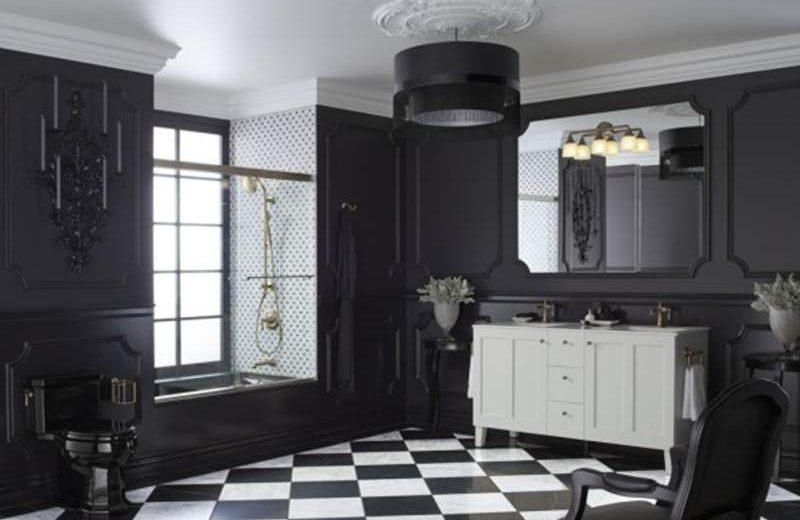 Desain kamar mandi bernuansa hitam dalam gaya klasik tradisional (foto : Dok. Kohler)