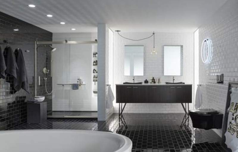 Kamar mandi bernuansa hitam Kontemporer (foto: Dok. Kohler)