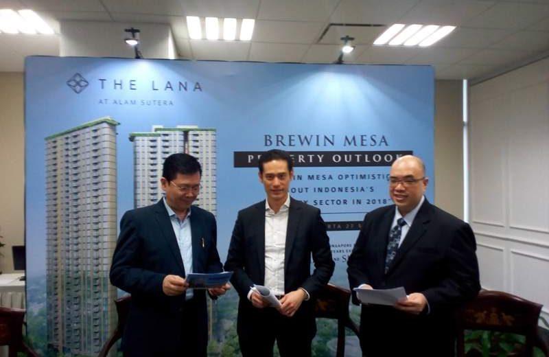 Bill Cheng (tengah), Presiden Direktur PT Brewin Messa, developer asal Singapura yang mengembangkan apartemen premium The Lana di kawasan Alam Sutera, Serpong, Kota Tangerang Selatan (Banten).