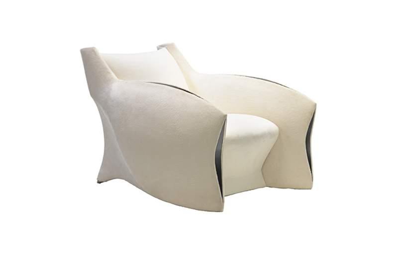 CC-1 Chair, desain 2009. Terbuat dari kayu eboni Makassar dengan aksen tembaga tempa. Upholstery bisa dipesan sesuai keinginan pemesan. (Foto: Pitt-Pollaro Collection)