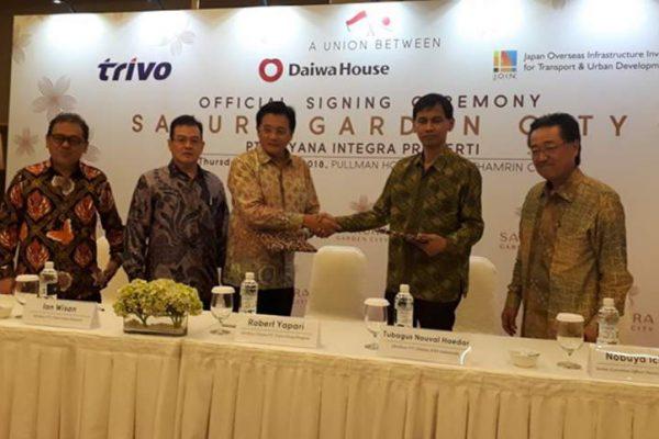 Penandatanganan kerja sama antara Trivo Group, Daiwa House dan Japan Overseas Infrastructure Investment Corporation for Transport and Urban Development, untuk pengembangan proyek superblok Sakura Garden City di Jakarta Timur, Kamis (26/4/2018). (Foto: HousingEstate/Lia)