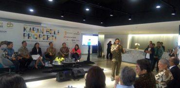 "Wakil Gubernur DKI Jakarta Sandiaga Uno (berdiri tengah berseragam) sedang memberikan sambutan dalam diskusi Ngobrol Properti (Ngopi) bertajuk ""Kapan Beli Properti untuk Milenial"" yang diadakan Kadin Indonesia di Jakarta akhir pekan lalu."
