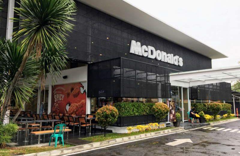 Tampak depan gerai McDonald's Artha Gading, Jakarta Utara, setelah direnovasi sebagai pilot project program reimaging McDonald's Indonesia (foto: dok. McDonald's Indonesia)