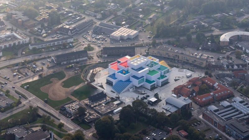 LEGO House dari udara (foto: BIG)