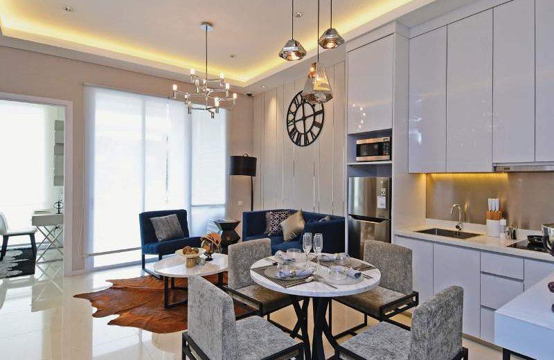 Lokasi: Apartemen Samara Suites, Synthesis Square, Jl Jend Gatot Soebroto, Jakarta Selatan Tipe: 2 kamar atau 2 bed room (BR) 65 m2 (semigross) Desainer Interior: Henco Studio