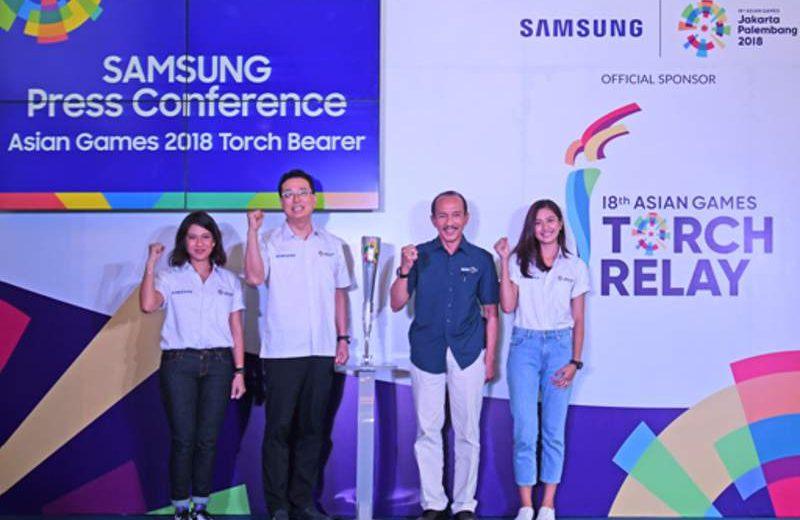 Panitia Pelaksana Asian Games 2018 (INASGOC) dan Samsung Electronics Indonesia (SEIN)mengumumkan secara resmi Dian Sastro dan Mikha Tambayong sebagai duta Samsung pembawa obor Asian Games 2018 di Jakarta, Rabu (11/7/2018). Kiri-kanan: Dian Sastro, Kang Hyun Lee (Vice President Samsung Electronics Indonesia), Eris Heriyanto (Sekretaris Jenderal INASGOC) dan artis Mikha Tambayong (foto: HousingEstate/Susilo Waluyo)