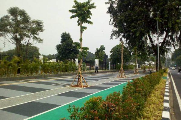 Trotoar di Jalan Gerbang Pemuda, Senayan