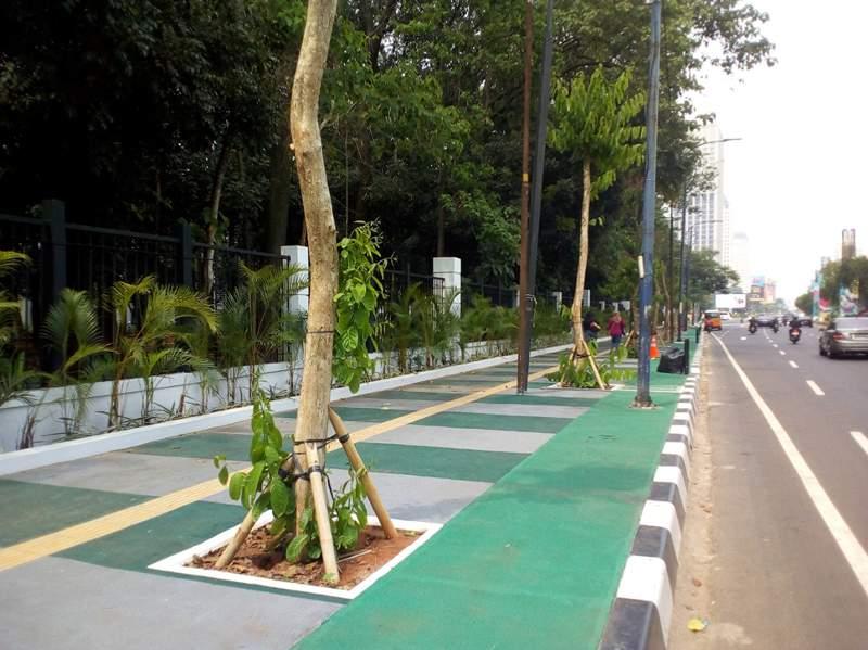 Trotoar di Jalan Asia Afrika, Senayan